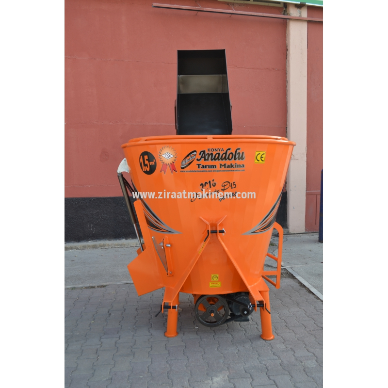 AYÇ-2-1 5 1 - Mounted type Feed mixer with electric and shovel, 1 5m3 -